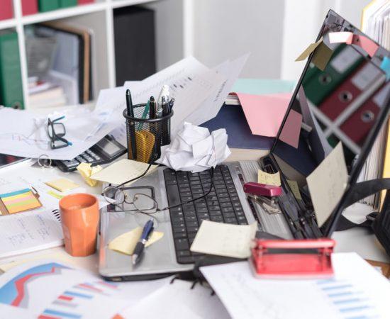 bałagan w biurze
